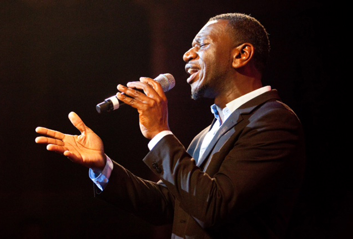 wayne-ellington-singing-cropped